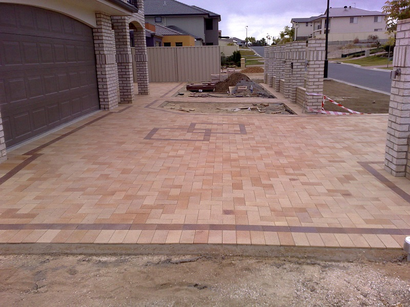 paving driveway clay pavers 230x115 border feature