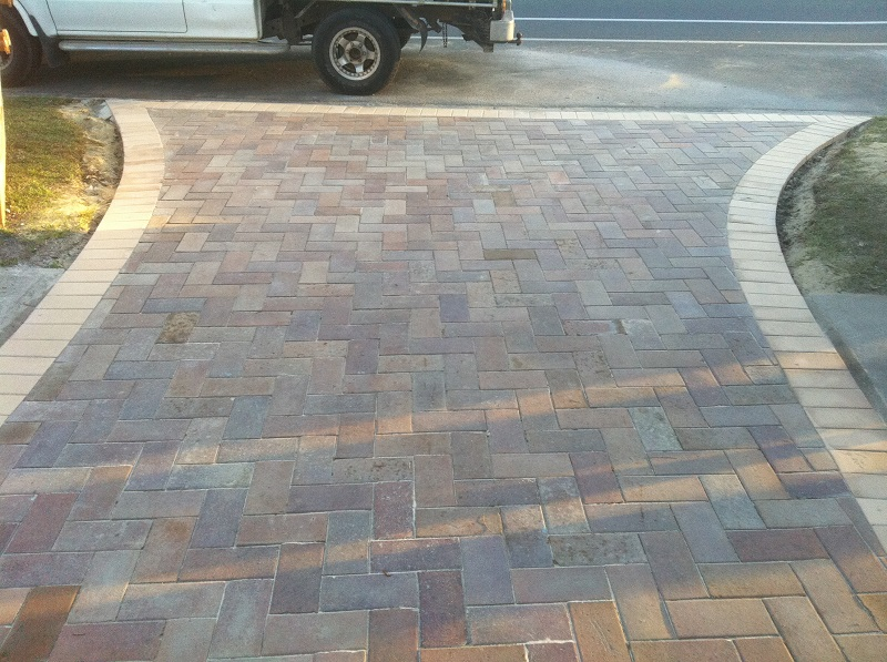 paving driveway clay pavers border