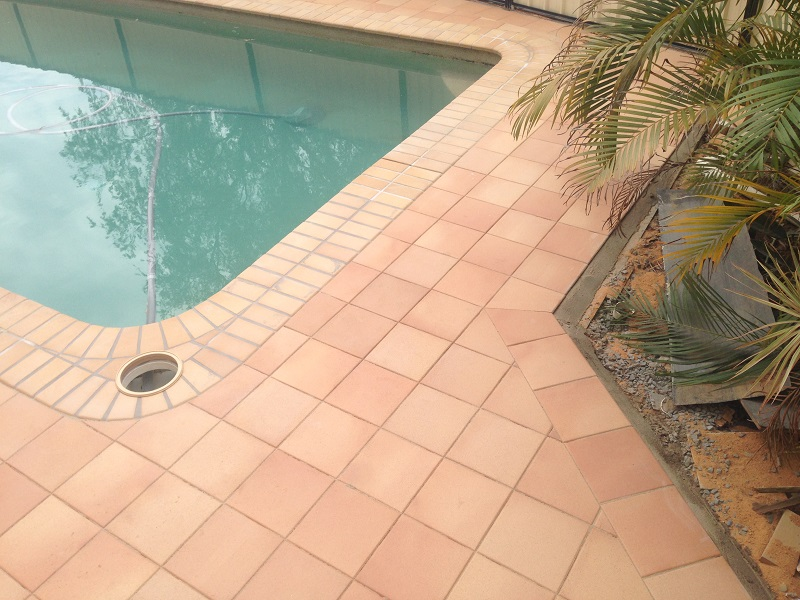 Gold Coast paving pool clay pavers 300x300 Gold