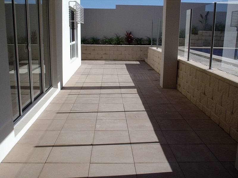 Patio Paving with Concrete Pavers 500x500 + Retaining wall