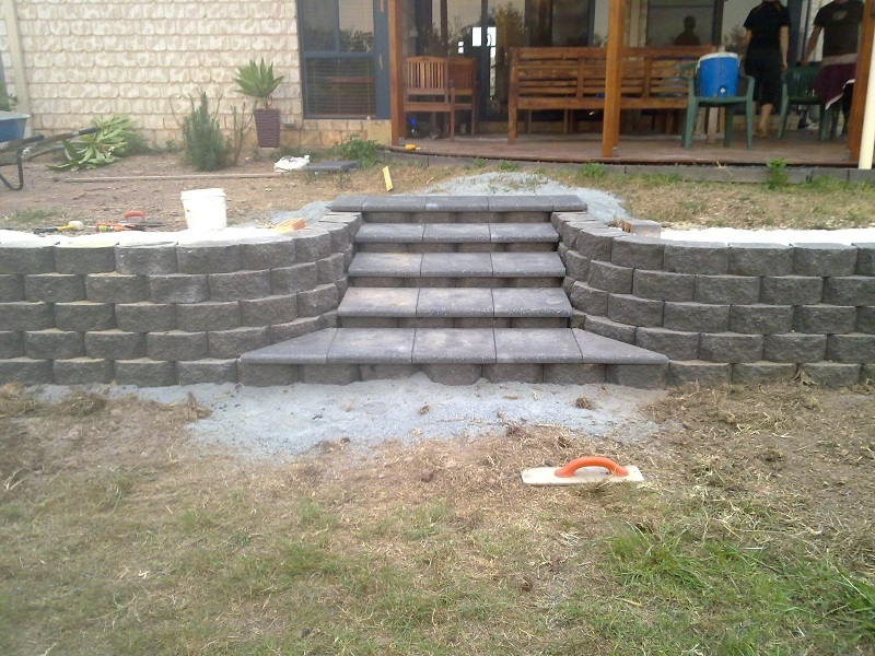 Link Block Retaining Wall with Boral Steps