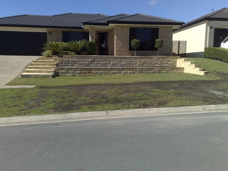 Linkblock Retaining Wall with GB Tasman Steps