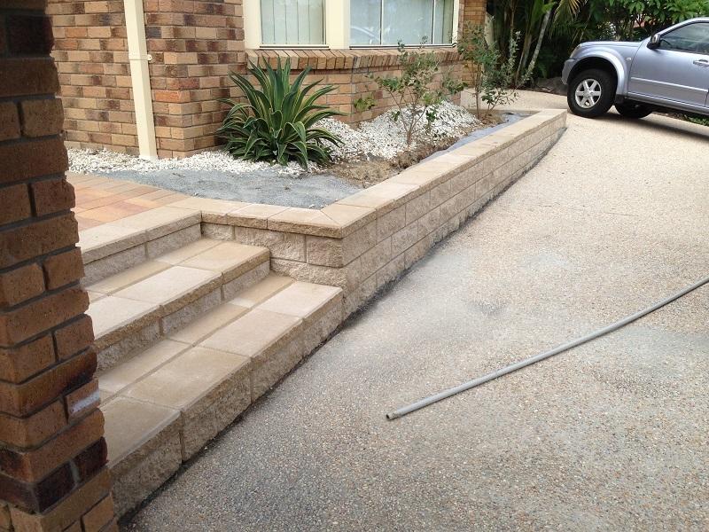 Link block Retaining Wallwith Heathstone steps