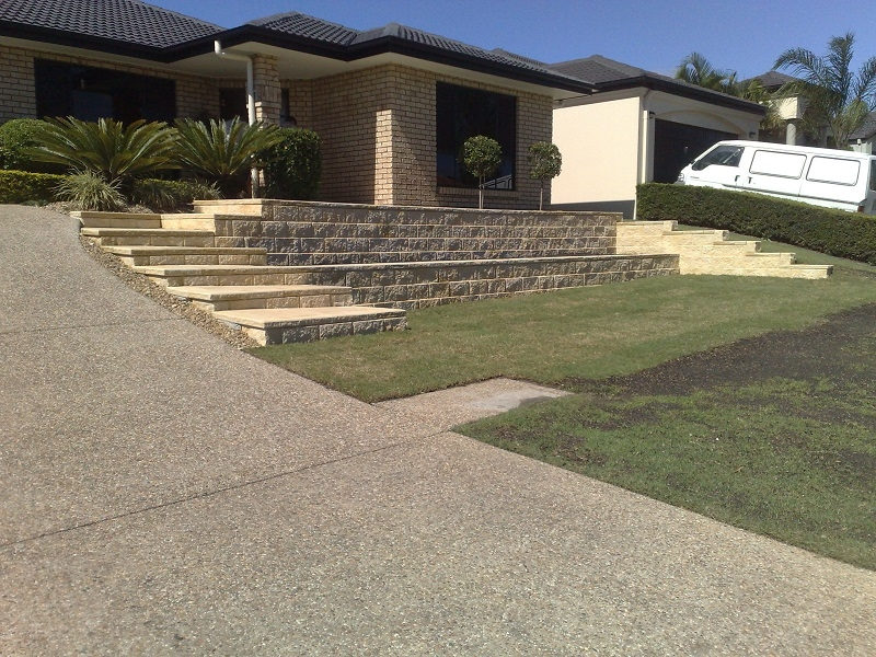 Linkblock Retaining Wall with Steps
