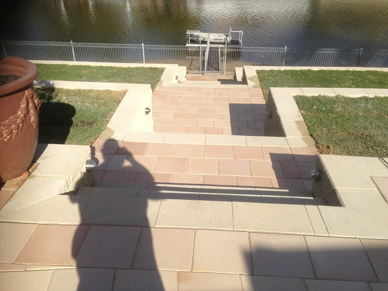 Retaining Wall Linkblock Steps & Claypave Terrace